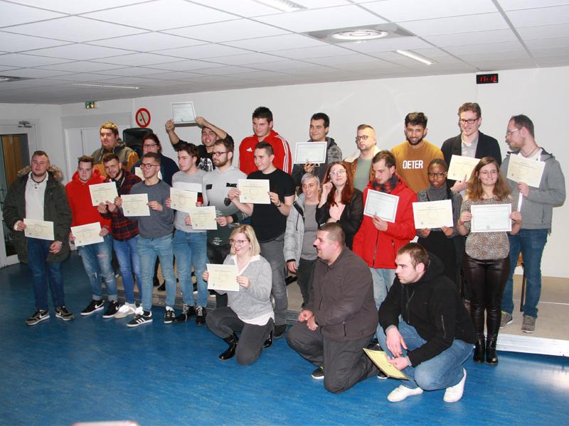 Photo des 24 diplômés présents à la cérémonie